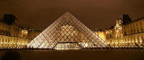 Лувр и пирамиды